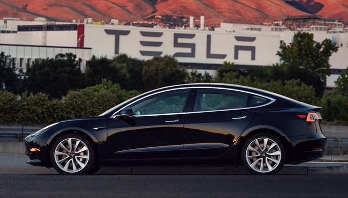 Двигавшаяся наавтопилоте Tesla попала вДТП вКалифорнии
