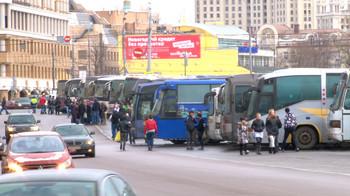 Москва, Болотная площадь. Около 100 автобусов с молодыми людьми из разных регионов