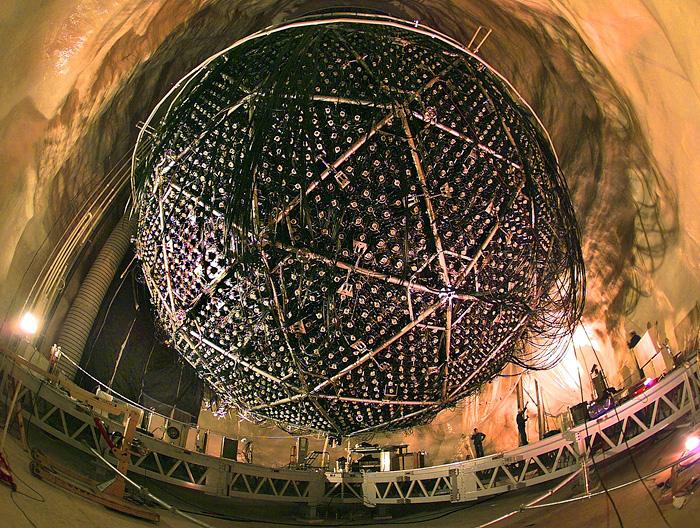 �������� �������� �� ��������� Sudbury Neutrino Observatory. ��������: A.B. McDonald (Queen's University)/The Sudbury Neutrino Observatory Institute