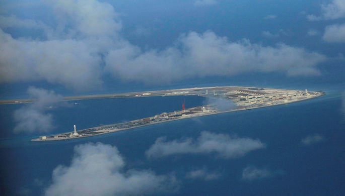 Горящий уберегов Китая танкер может взорваться