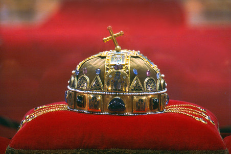 Венгерский президент мечтал вернуться к монархическому прошлому
