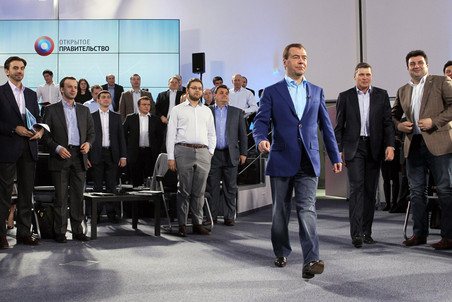Дмитрий Медведев высказался за ограничение пребывания на одной должности шестью годами