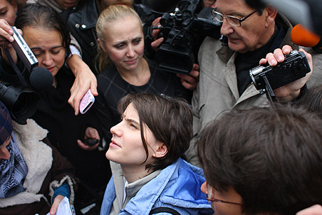 One of three Pussy Riot band members freed — Gazeta.Ru