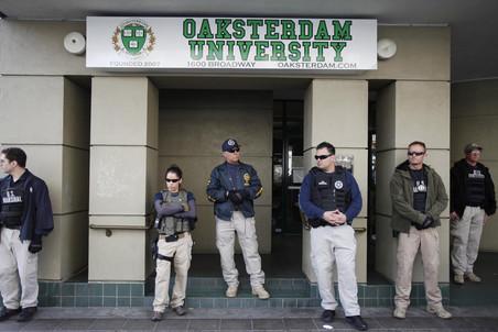 В понедельник вечером полиция задержала убийцу, расстрелявшего семерых студентов в Окленде
