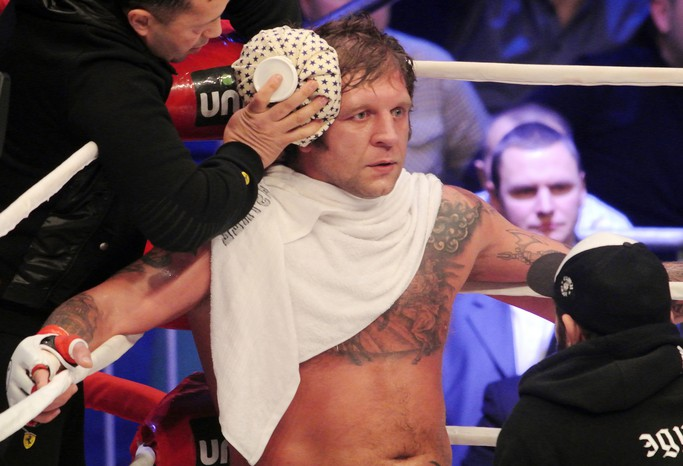 Александр Емельяненко победил нокаутом всвоем первом бою затри года