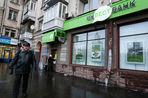 Сотрудникам банков, у которых отозвана лицензия, сократили выплаты