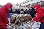 В Москве проходят многочисленные гулянья в честь Масленицы