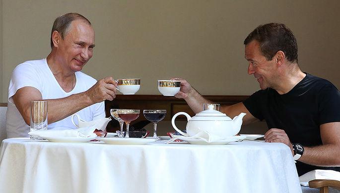 Медведев пригласил В.Путина начай