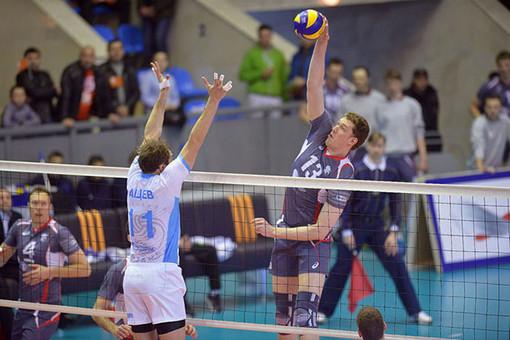 Волейбольный клуб «Белогорье» навыездном матче уступил казанскому «Зениту»