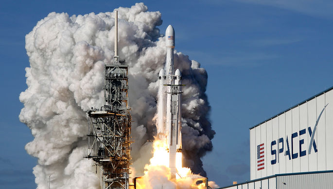 SpaceX откладывает 1-ый полёт туристов наорбиту Луны