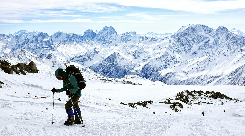 МЧСРФ: Украинский альпинист скончался при восхождении наЭльбрус