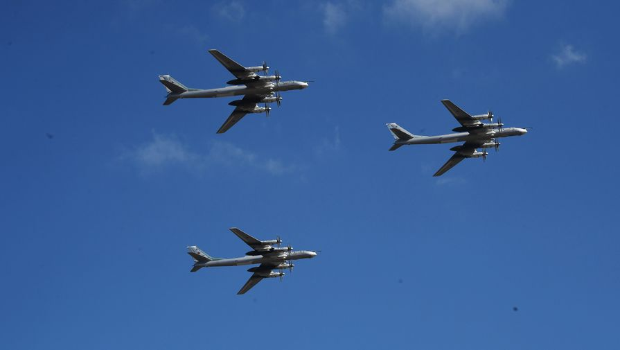 Американские истребители сопровождали русские ракетоносцы над Арктикой