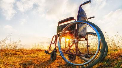 Впервые в истории человек с параличом обеих ног восстановил способность ходить