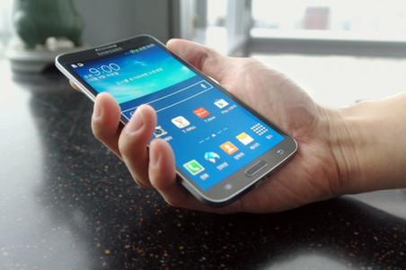 Samsung Galaxy Round: ������ ��������� �������� � ��� ��������������