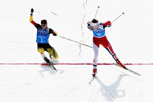 Норвежский двоеборец Йорген ГРААБАК выиграл золотую медаль, опередив на финишной прямой немца Фабиана РИССЛЕ