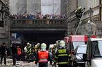 Полиция сообщает, что три или четыре человека погибли в результате взрыва в здании в центре Праги...