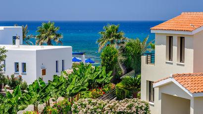 Как уехать на Кипр за €300 тыс.