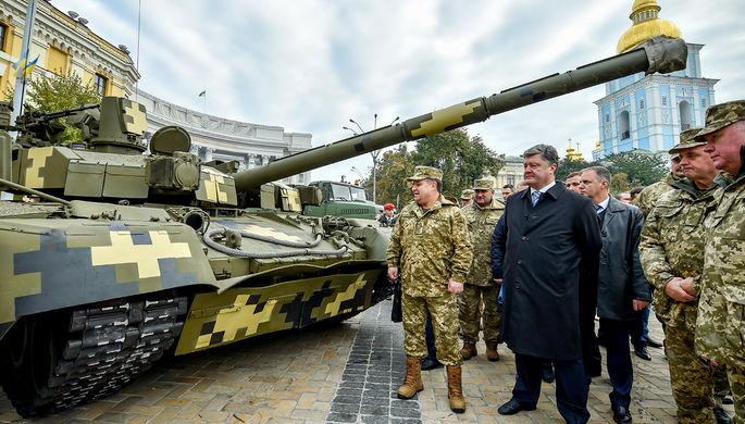 Министр обороны Украины Степан Полторак и президент Украины Петр Порошенко во время