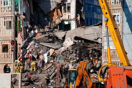 Спасатели завешили разбор завалов на месте обрушения дома в Астрахани
