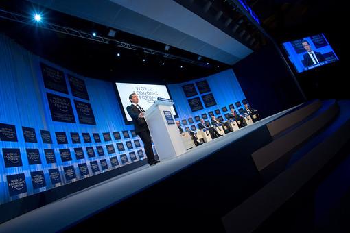 Медведеву не понравились негативные сценарии, представленные в докладе о России