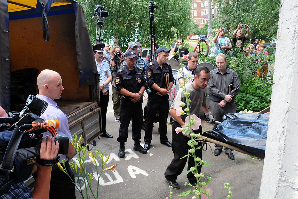Отец-душегуб Олег Белов, обвиняемый в убийстве
