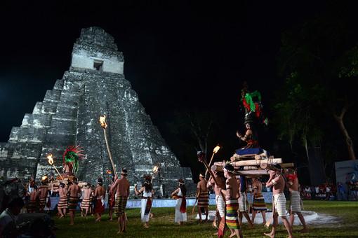Тысячи паломников собираются в культовых местах в ожидании конца света