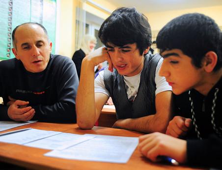 До 80% мигрантов не могут сдать экзамен по русскому языку с первого раза
