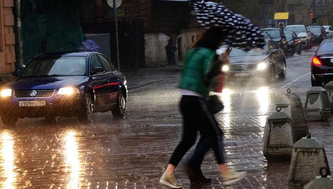 Москвичам рекомендовали отказаться от авто из-за урагана ириска ДТП