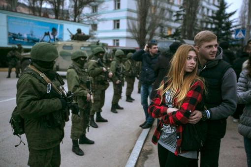 Российские военнослужащие около пограничного поста в Балаклаве