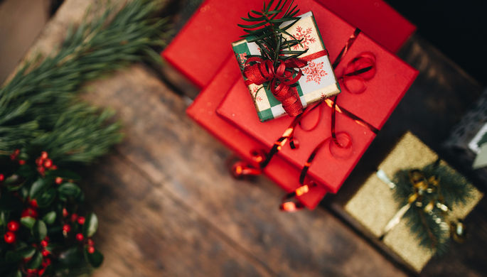 Минтруд перед Новым годом напомнил депутатам озапрете дарить ипринимать подарки