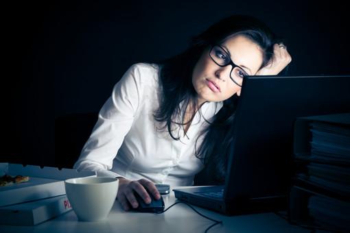 Работа больше стрессирует женщин, чем мужчин