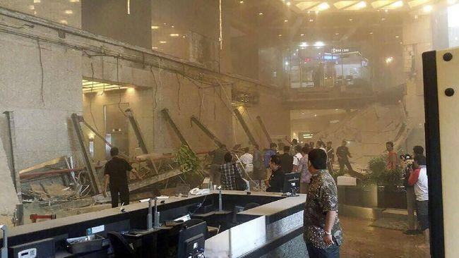 ВДжакарте обрушилось сооружение фондовой биржи