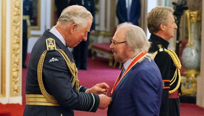 Сейчас сэр: лидера группы Bee Gees посвятили врыцари