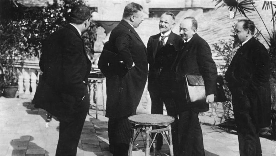 Представители советской и немецкой сторон в Рапалло, 1 апреля 1922 года