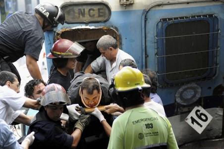 В столице Аргентины поезд врезался в перрон, четыре десятка погибших, около 600 пострадали