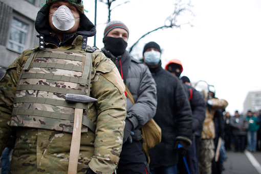 Газета.RU выясняла с экспертами, будут ли  военные усмирять «евромайдан», что такое «титушки» с милицией и демонстранты с фанатами