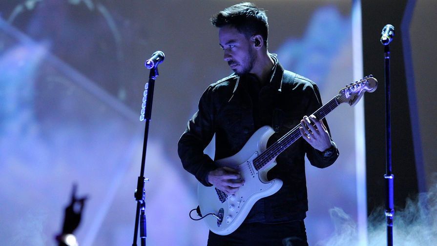 Годом ранее скончался вокалист Linkin Park Честер Беннингтон