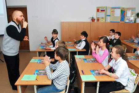 Курс «Основы религиозных культур и светской этики» начнут преподавать во всех школах с 1 сентября 2012 года