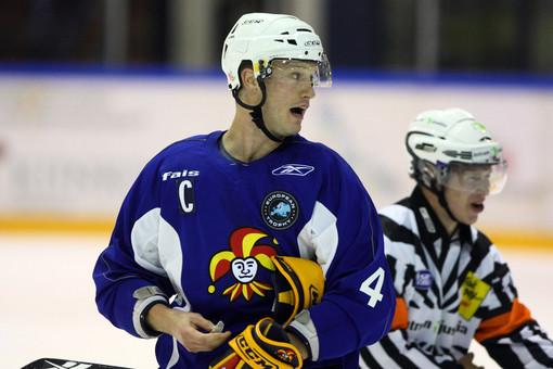 В сезоне 2014/15 Осси Ваананен будет выводить свою команду на лед в матчах КХЛ