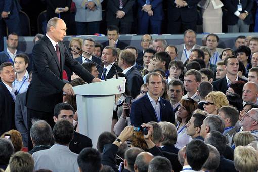 Президент России Владимир Путин во время работы учредительного съезда Общероссийского народного фронта