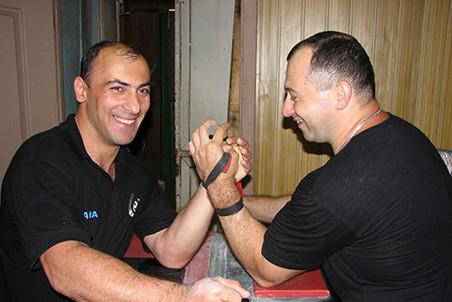 Роман Цинделиани (слева)