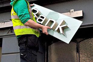 Банковский кризис нарастает: еще два банка с вкладами на 16 млрд прекратили обслуживать клиентов