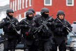 Полицейские оцепили дом, где может скрываться подозреваемый Джохар Царнаев, дядя Царнаева призывает его сдаться