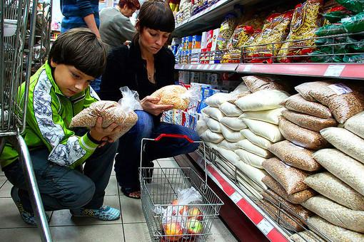 Для «нормальной жизни» российским семьям теперь нужно меньше денег