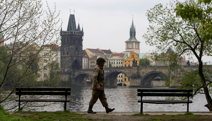 Руководителя  МИД Чехии экстренно госпитализировали стравмой головы