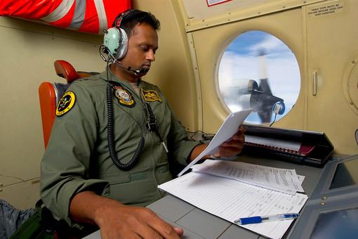 Самолет Королевских военно-воздушных сил Австралии во время поисков пропавшего самолета Malaysia Airlines