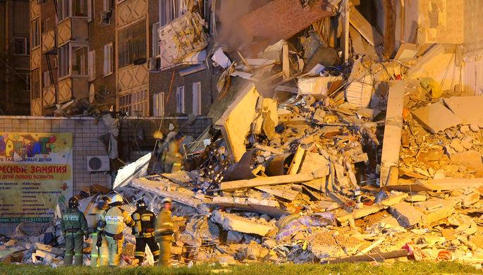 ВИжевске под завалами части обрушенного дома есть живые люди