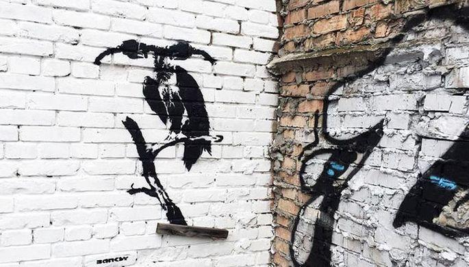 ВКиеве увидели граффити сподписью Бэнкси
