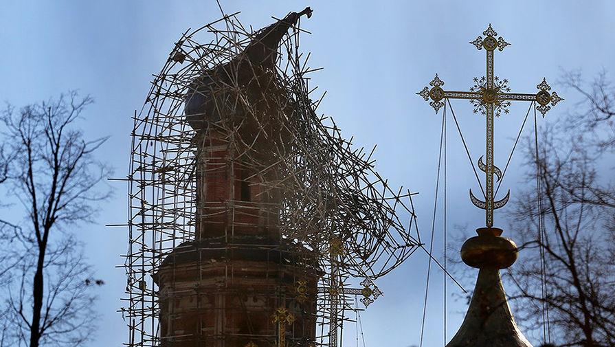 Ровно год назад пострадала от пожара во время реставрации колокольня Новодевичьего монастыря