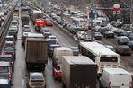 Власти поддержали в КС высокие дорожные штрафы для Москвы и Санкт-Петербурга